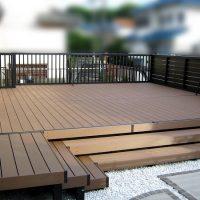 車庫上のお庭のスペースには人工木デッキでさらにリビングスペースが広がりました!