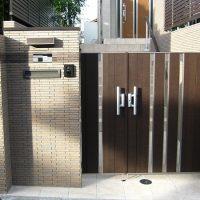 木目調の玄関ドア・手摺・門扉 『家の顔』が引立ちます