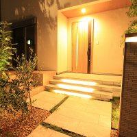 『家の顔』である玄関がこんなに明るくなりました。