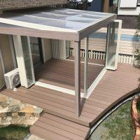 ガーデンルーム+人工木デッキがリビングとお庭を繋げ、さらに豊かな気持ちになれるプライベート空間の完成です