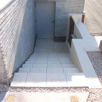 タイル張りの階段